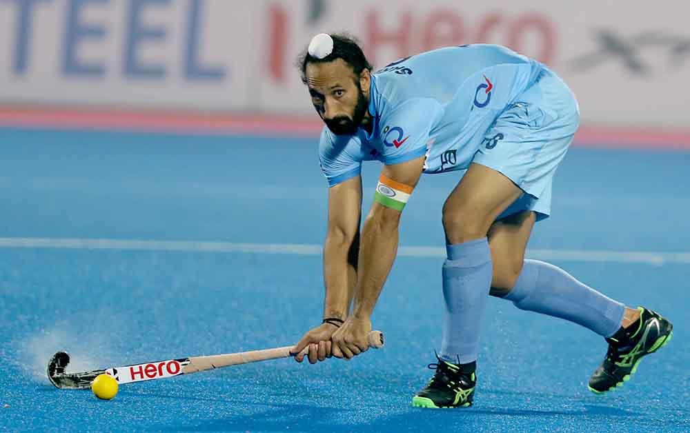 Sardar-Singh-C-of-IND-in-action-against-GER