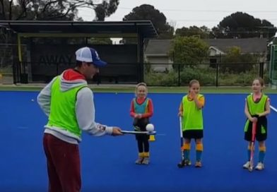 """Jamie Dwyer mesmerising kids with his fantastic """"helicopter"""" trick!"""