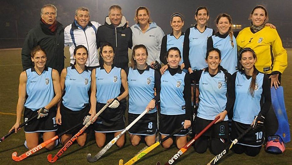 From the hockey field to winning the South American Football Cup! Ariel  Holan became the first hockey coach to win a continental football trophy!