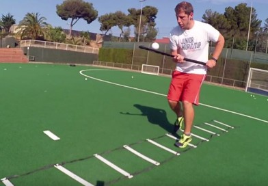 Drills that combine ball handling and ladder coordination by Hockey Ejercicios