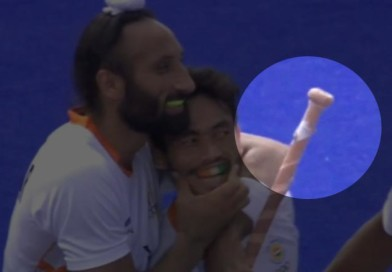 The oddly shaped grip-top of Sardar Singh, the secret of his Indian dribbling?